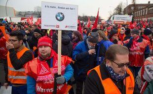 En Allemagne, le syndicat IG Metall réclamait une hausse de salaire de 6%. Il a finalement obtenu 4,3%.