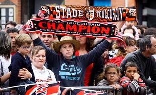 Des supporters du Stade Toulousain sur la place du Capitole le 10 juin 2012, après le dix-neuvième titre de champion de France.