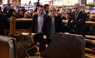 Florian Philippot, vice-président du FN et Marine Le Pen, au salon de l'Agriculture, le 01 mars 2016 à Paris