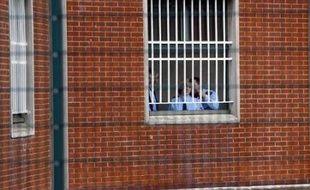 Il y a eu 105 suicides de détenus dans les prisons françaises depuis le début de l'année, un chiffre en augmentation par rapport à 2007 et 2006 mais qui reste dans la moyenne des années précédentes, a-t-on appris mercredi auprès de l'Administration pénitentiaire (AP).
