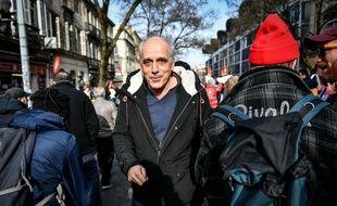 Candidat de Bordeaux Debout aux prochaines municipales de Bordeaux, Philippe Poutou assiste à la manifestation contre la réforme des retraites le 29 janvier 2020.