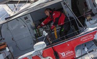Le Nantais Damien Seguin sur son bateau.