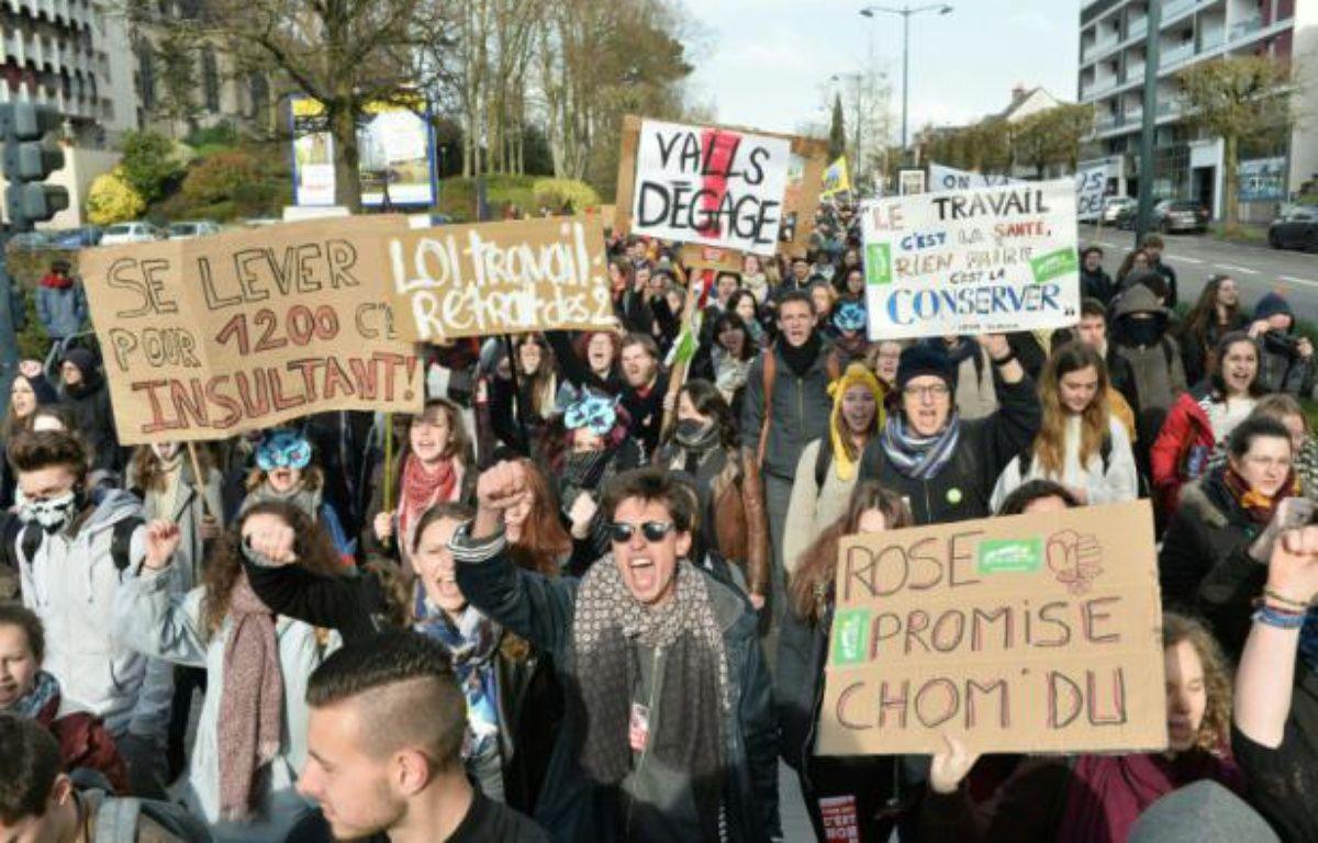 Des étudiants manifestent contre la loi travail à Rennes le 31 mars 2016 – JEAN-FRANCOIS MONIER AFP