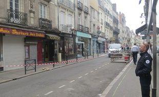 La rue Joffre était encore interdite à la circulation ce mardi midi.