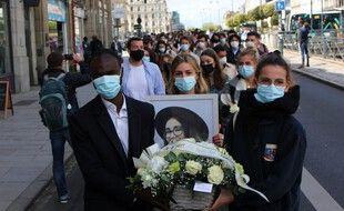 Environ 200 personnes ont participé à la marche blanche en hommage à Alexia Cote, étudiante retrouvée morte à son domicile le 15 avril 2021. Ici à Rennes, le 21 mai 2021.