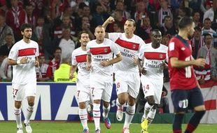 Zlatan Ibrahimovic (le poing levé) et ses coéquipiers du PSG à Lille, le 2 septembre 2012.