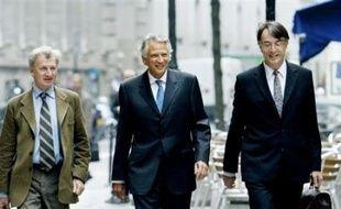 Le parquet de Paris a requis mardi un supplément d'information sur l'implication présumée de l'ancien Premier ministre Dominique de Villepin, mis en examen notamment pour complicité de dénonciation calomnieuse dans l'affaire Clearstream, a-t-on appris de source judiciaire.