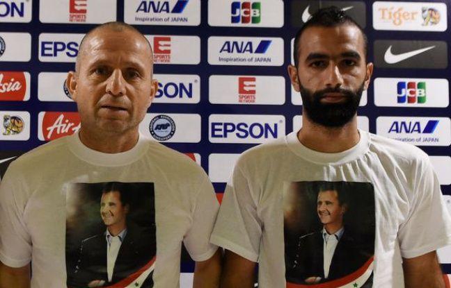 Les membres du staff et les joueurs sont souvent amenés à porter des t-shirts représentant Bachar El-Assad
