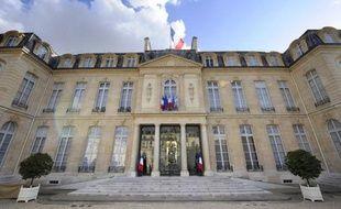 Le déficit de l'Etat a reculé de 1,5 milliard d'euros en avril sur un an, à 59,9 milliards d'euros, grâce à la progression des recettes fiscales et au produit exceptionnel de l'attribution des fréquences de la téléphonie 4G, a annoncé vendredi le ministère du Budget.