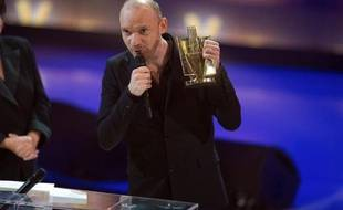 Gaëtan Roussel lors des 26e Victoires de la Musique, à Paris, le 1er mars 2011