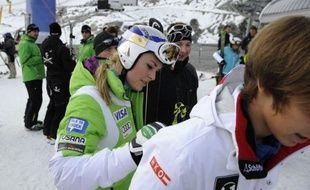 L'Américaine Lindsey Vonn remet en jeu son titre dans le slalom géant de Sölden qui ouvre samedi la Coupe du monde de ski alpin, mais c'est plus son souhait de participer à la descente masculine de Lake Louise (Canada), le 24 novembre, qui occupe la scène.