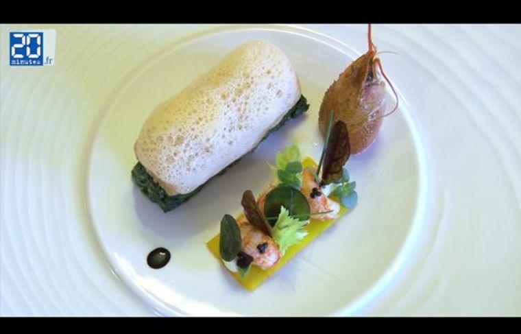 Une assiette d'omble chevalier, écrevisses et caviar au menu du réveillon du 31 décembre 2012 au Café de la Paix, à Paris.