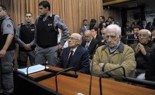 La controverse sur l'attitude de l'Eglise argentine pendant les années de dictature (1976-1983) a ressurgi après l'élection comme pape de l'archevêque de Buenos Aires Jorge Bergoglio, entendu comme témoin par la justice en 2010 sur l'emprisonnement de deux jésuites.