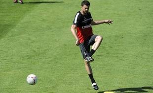 Les milieux Thiago Motta et Mathieu Bodmer sont absents du groupe du Paris SG choisi pour aller affronter le FC Porto mercredi en Ligue des champions, selon un communiqué du club de la capitale diffusé lundi.