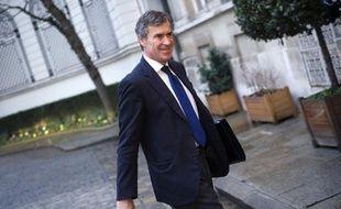 Le ministre délégué au Budget Jérôme Cahuzac a évoqué dimanche la possibilité que le dispositif qui viendra remplacer l'imposition à 75% des revenus supérieurs au million d'euros, initialement présenté comme temporaire, puisse être appliqué pendant tout le quinquennat.