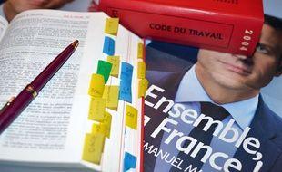 Le Code du travail et le programme d'Emmanuel Macron.