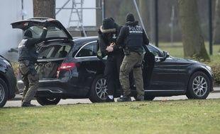 La police allemande a interpellé plusieurs individus suspectés d'appartenir à un groupuscule d'extrême droite projetant plusieurs attentats contre des mosquées du pays.