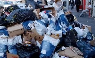 Les ordures s'entassent à Marseille.