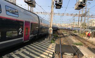 Un TGV en provenance de Paris a déraillé peu avant son arrivée à faible vitesse à la gare de Marseille Saint-Charles le vendredi 24 août 2018.