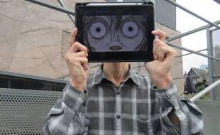Le dessinateur J.H, qui souhaite rester anonyme, présente sa BD numérique.