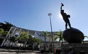 La statue de Hilderaldo Bellini devant le stade du Maracana à Rio de Janeiro, le 16 juin 2010.