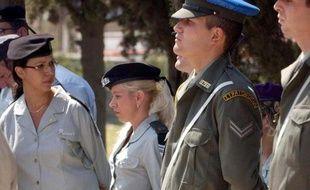 Hommage de soldats grecs et israéliens au cimetière juif de Thessalonique, le 8 avril 2005