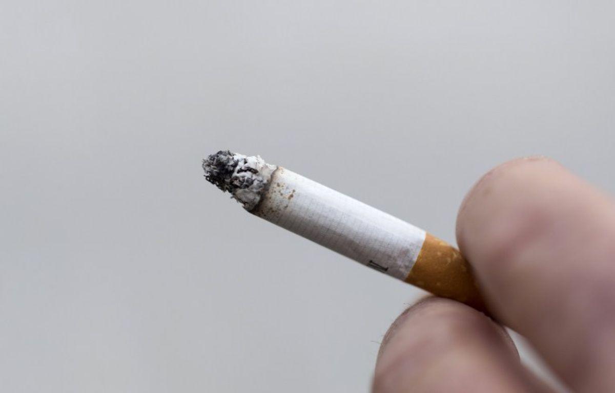 Une cigarette allumée (illustration). – KENZO TRIBOUILLARD / AFP