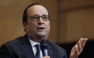 Le Président Francois Hollande rencontre des étudiants au Conseil économique et social (CESE) le 6 mai 2015