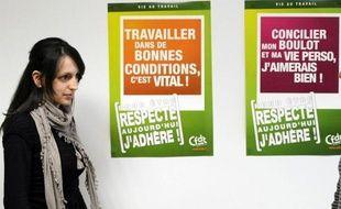 """Le président de La Poste, Jean-Paul Bailly, va ouvrir """"dans les prochains jours, un cycle d'écoute et de dialogue sur la santé et le bien-être au travail"""", après le suicide mercredi dernier d'un jeune cadre à La Poste de Rennes, a-t-il annoncé dans un communiqué mardi."""