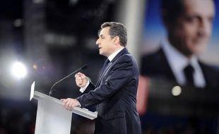 Les exigences du candidat Nicolas Sarkozy sur l'Europe ont suscité lundi une perplexité certaine dans l'UE où la Commission européenne a mis en garde contre tout protectionnisme et souligné la difficulté d'une réécriture fondamentale de l'accord Schengen.