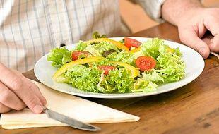 La salade est faible en calories.