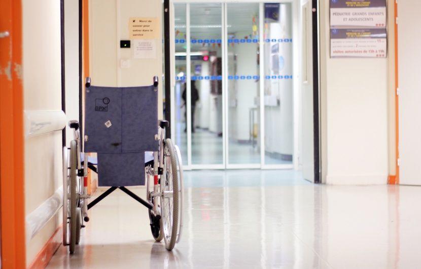 Nice : Elle meurt écrasée par son fauteuil roulant dans le jardin d'un Ehpad