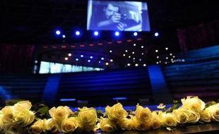 """""""Très, très grand photographe"""", """"talentueux"""", avec """"une belle audace"""" : éloges et témoignages se sont succédé mercredi, lors d'une cérémonie émouvante en présence de proches et nombreux collègues et en hommage au photographe français Rémi Ochlik, tué le 22 février à Homs en Syrie."""