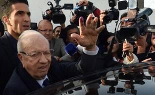 Beji Caid Essebsi à la sortie du bureau de vote le 23 novembre 2014 à Tunis