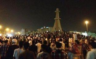 Des manifestants rassemblés après l'arrestation du dignitaire chiite Nimr al-Nimr le 8 juillet 2012 à Qatif.