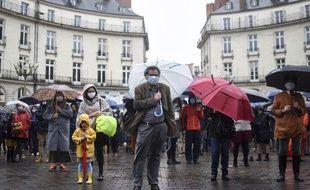 Un peu plus de 300 personnes se sont réunies dimanche 15 novembre à Nantes pour réclamer la reprise des messes en public.