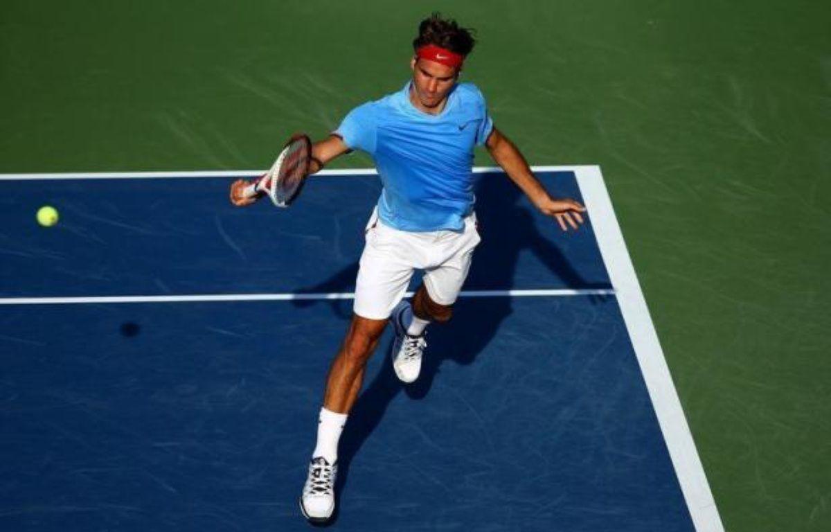 Roger Federer s'est qualifié lundi pour les quarts de finale de l'US Open sans avoir à toucher sa raquette alors que Serena Williams a atteint le même stade du tournoi sans même perdre un jeu. – Elsa afp.com