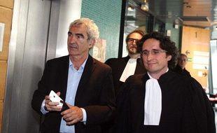 Raymond Domenech, accompagné de ses avocats le 14 avril 2011 lors de sa conciliation avec la FFF au conseil des prud'hommes de Paris.