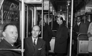 Valéry Giscard d'Estaing dans le métro parisien en 1964.