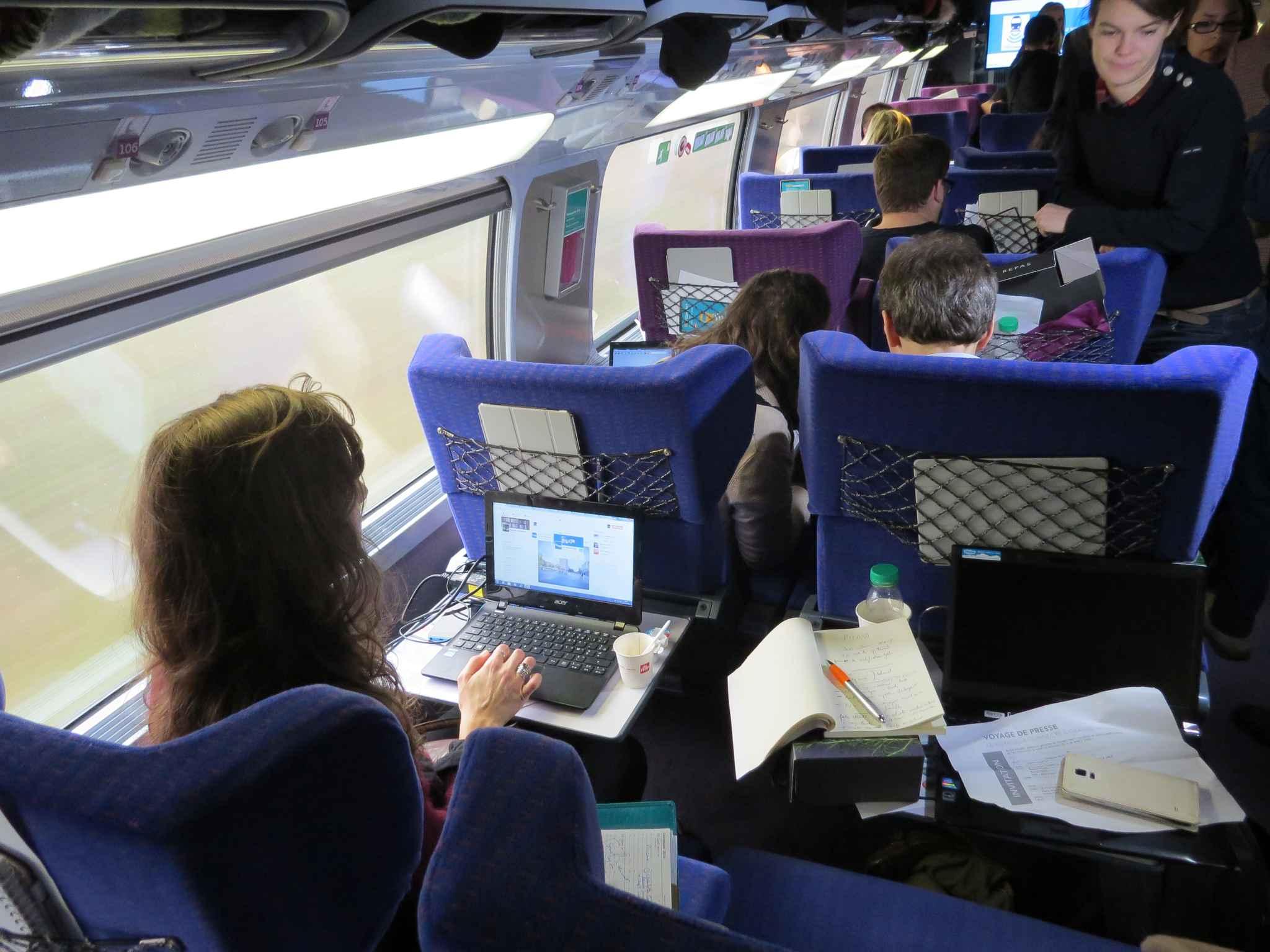 sncf le wifi bord des trains devient r alit sur le tgv paris lyon. Black Bedroom Furniture Sets. Home Design Ideas