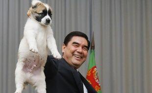 Le chien de berger alabaï a été élevé au rang de symbole nationale au Turkménistan.