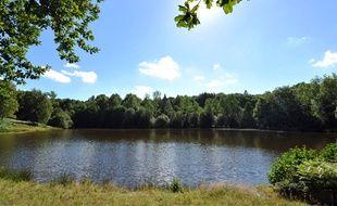 L'étang de Saint-Sulpice-les-Champs (Creuse), près duquel a été retrouvé le corps d'un bébé de 4 mois, le 31 aout 2014.