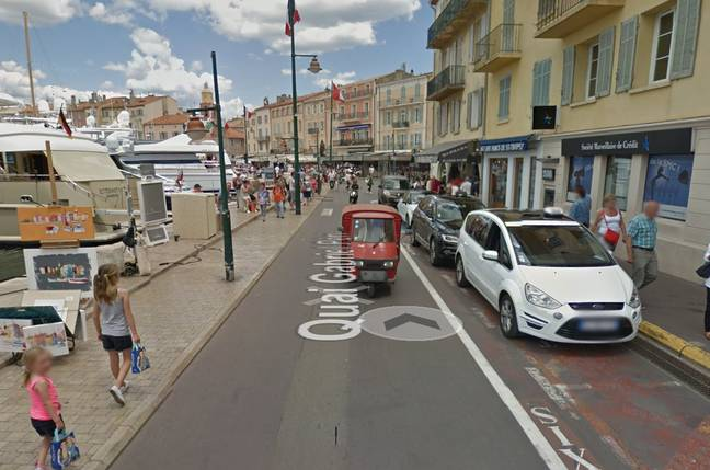 Nicolas Sarkozy surpris à contresens à vélo par un policier — Saint-Tropez