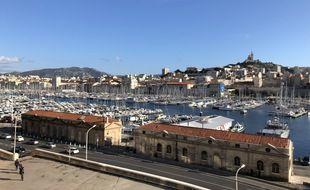Le Vieux-Port de Marseille et la bonne mère.