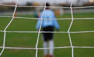 De tristes événements ont émaillé une rencontre de football amateur en Alsace à Mackenheim, le 6 mai. Illustration