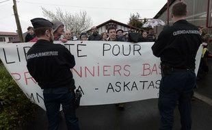 Quelques manifestants attendaient François Fillon au Pays Basque
