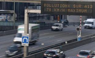 Ségolène Royal, la ministre de l'Ecologie, va mandater deux experts qui devront proposer des pistes pour réformer le processus de décision en cas de pics de pollution