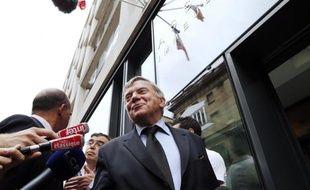 """L'ancien ministre socialiste Jean Glavany estime mercredi qu'il est """"trop tôt"""" pour remanier le gouvernement un an à peine après l'élection présidentielle, et ajoute qu'un aménagement sans changement de Premier ministre n'aurait """"aucun sens aux yeux des Français""""."""