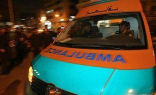 Trois personnes ont été tuées, dont une fillette de huit ans, et douze blessées par un tireur inconnu dimanche soir au Caire alors qu'elles venaient de sortir d'une église, ont annoncé les autorités égyptiennes.
