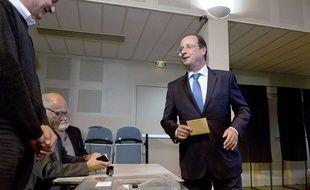 François Hollande vote à Tulle, en Corrèze, pour les élections européennes. Le 25 mai 2014.